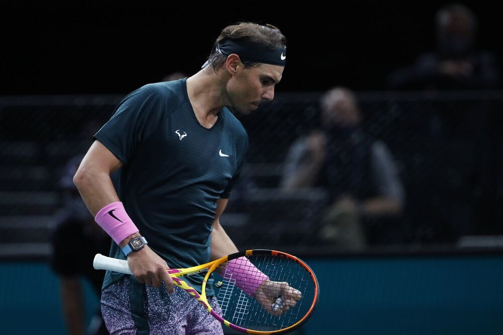 Rafael Nadal, Paris Masters Tenis Turnuvası'nın 2. turunda Feliciano Lopez'i 2-1 yenerek kariyerindeki 1000. tekler galibiyetini elde etti.