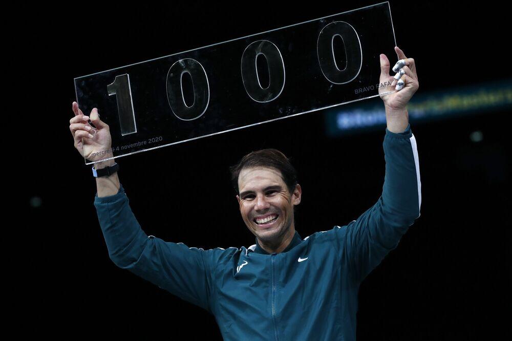 Fransa'nın başkenti Paris'te düzenlenen sert kort turnuvasının 2. turunda, 1 numaralı seribaşı İspanyol Nadal ile dünya sıralamasının 64. basamağındaki vatandaşı Lopez karşılaştı.