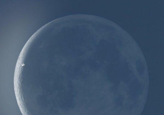 Uluslararası Uzay İstasyonu, Ay'ın önünde