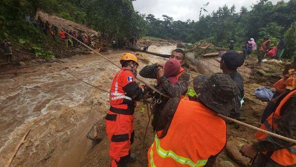 Eta Kasırgası'nın etkili olduğu Guatemala'da hayatını kaybedenlerin sayısının 150'yi aşması bekleniyor. - Sputnik Türkiye