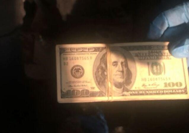 Profil demirlerinin içinden deste deste dolar çıktı