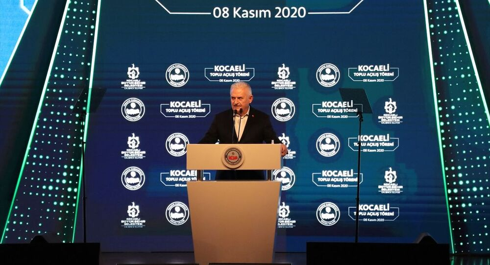 AK Parti İzmir Milletvekili Binali Yıldırım,İzmir'de meydana gelen depremin ardından ortaya konan olağanüstü gayreti istismar etmeye çalışanların olduğunuancak İzmirliler'in her şeyin farkında olduğunu söyledi.