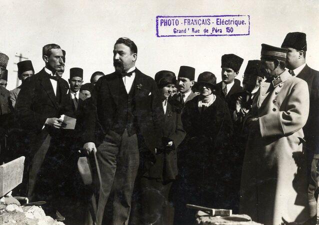 Rusya'nın Ankara Büyükelçiliği, 7 Kasım 1920'de açılması vesilesiyle arşivden fotoğraflar yayınladı.