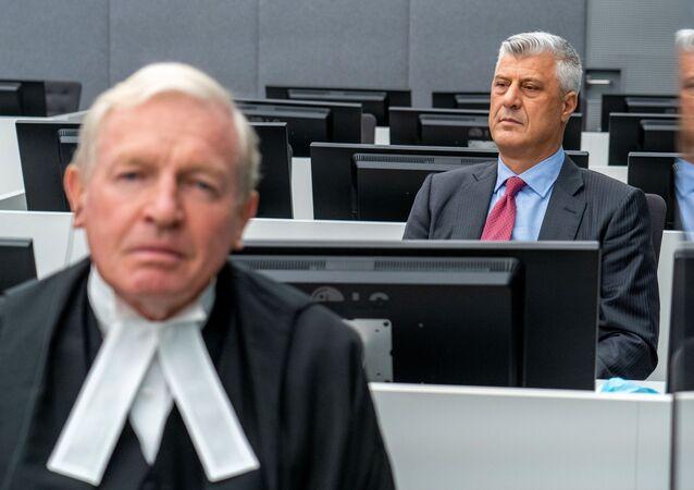 Kosova Cumhurbaşkanlığından istifa eden Haşim Thaçi, Lahey'de BM'ye bağlıKosova Özel Mahkemesi karşısına çıktı.