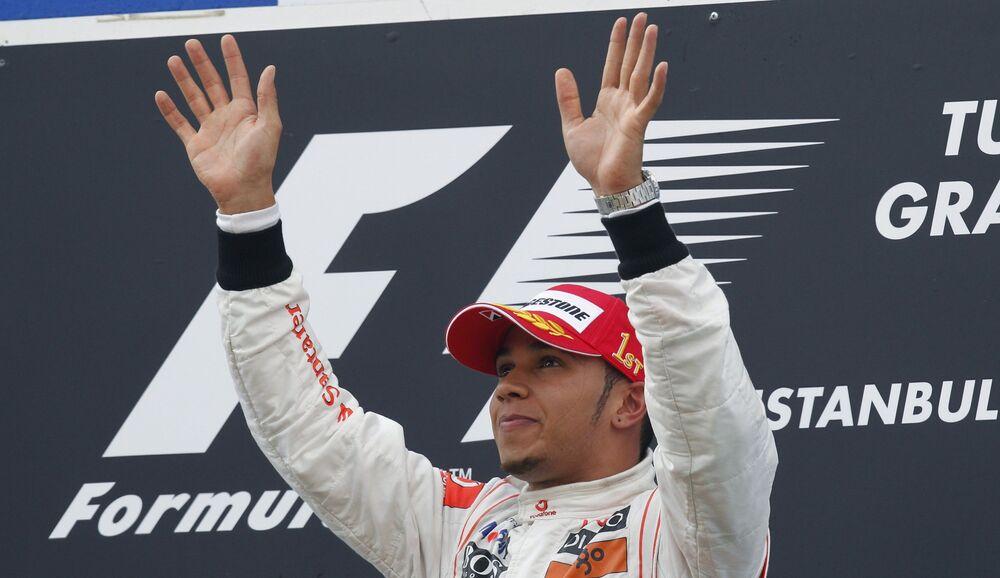 İstanbul'da 2010'da düzenlenen yarışa damgasını vuran isim Lewis Hamilton oldu. Yarışı ilk sırada tamamlayan Hamilton, 321.4 kilometre ile en yüksek hıza çıkmayı başardı. Renault'dan Rus Vitaly Petrov, 57. turda 1.29.165'lik süre yapıp en hızlı tur zamanını elde etti.