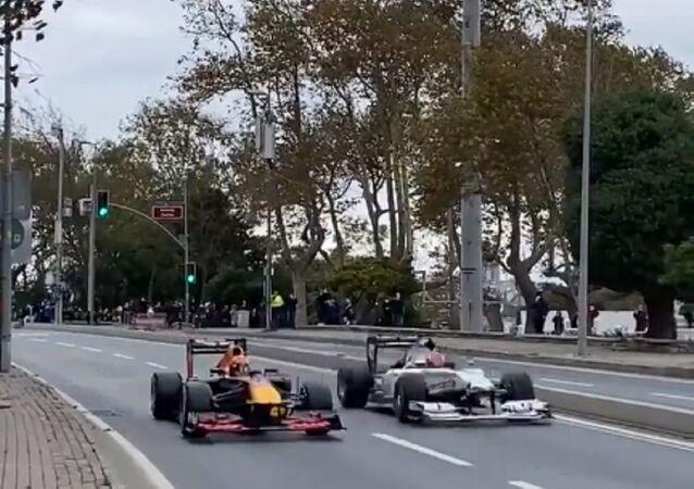 Formula 1'de Atatürk'e saygı sürüşü