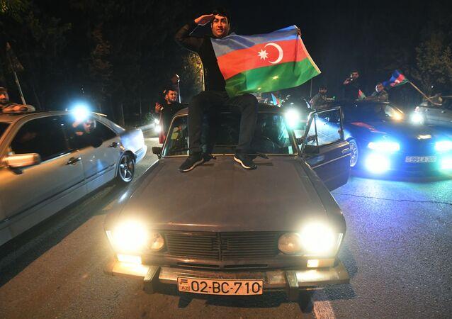 Karabağ'da savaşın sona ermesine dair ateşkes anlaşmasının imzalanması Azerbaycan halkı tarafından  büyük sevinçle karşılandı