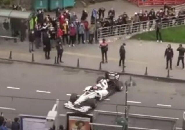 F1 Türkiye Grand Prix'si tanıtım filmi çekimlerine Galata Köprüsü'nde devam edildi
