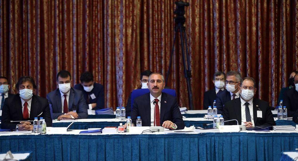 Adalet Bakanı Abdulhamit Gül, bütçe toplantılarına katılarak bakanlığının 2021 yılı bütçesinin sunumunu yaptı.