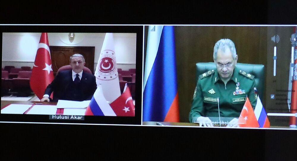 Rusya Savunma Bakanı Sergey Şoygu ve Türkiyeli mevkidaşı Hulusi Akar'ın, Dağlık Karabağ'da ateşkesi kontrol edecek ortak merkezin kurulmasına ilişkin muhtıranın imzalandığı belirtildi.