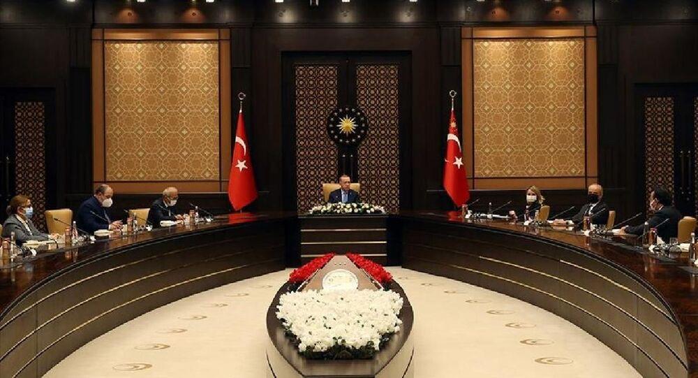 Cumhurbaşkanı Recep Tayyip Erdoğan, Uluslararası Yatırımcılar Derneği (YASED) Yönetim Kurulu üyelerini kabul etti.