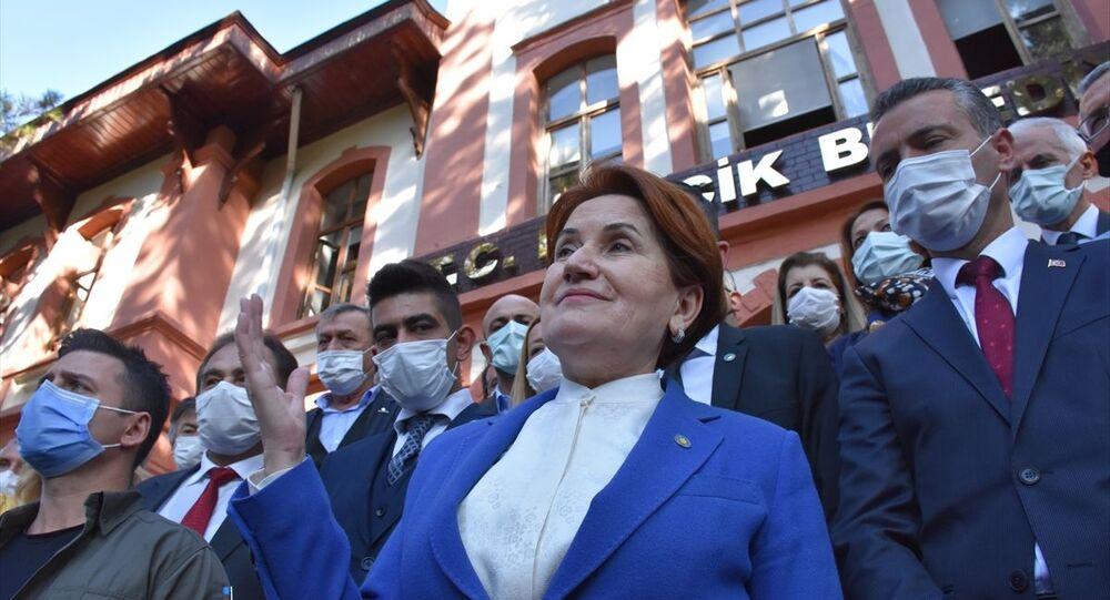 Akşener, Bilecik Belediye Başkanı Semih Şahin'i makamında ziyaret etti