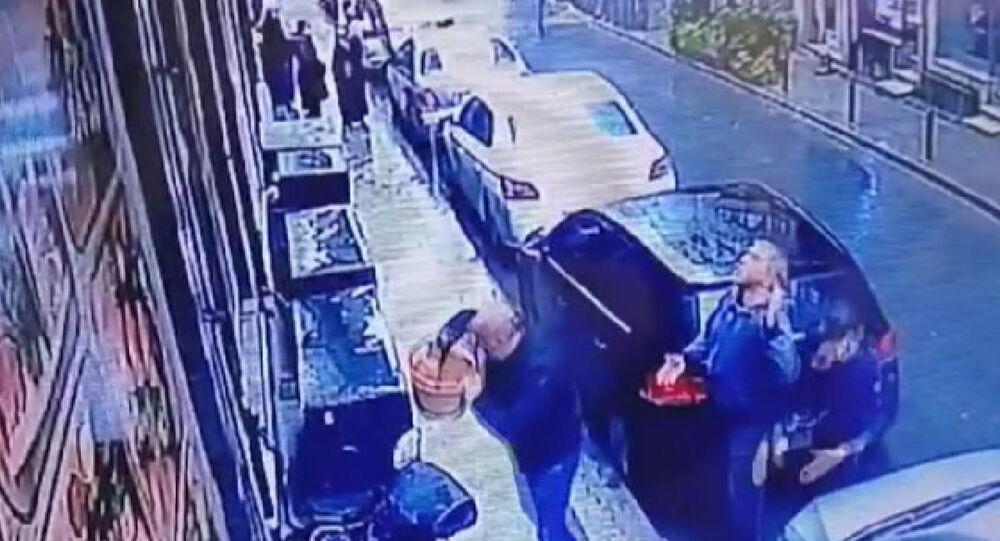 Şişli'de dede toruna saldırıdan yeni görüntü: Silahlar sepet ile geldi