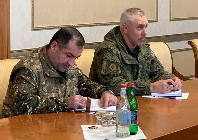 Rustam Muradov (sağda)