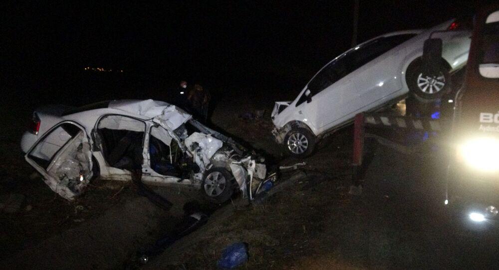 Tokat'ın Zile ilçesinde 2 kişinin öldüğü kaza sosyal medyada canlı yayın yapan sürücünün görüntülerine yansıdı.