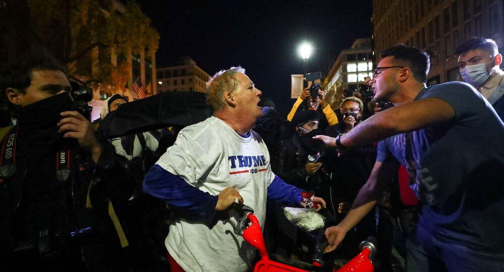 ABDBaşkanı Donald Trump'a destek gösterisinin ardından akşam saatlerinde Washington sokaklarındazıt görüşlü gruplar arasında arbede yaşandı.