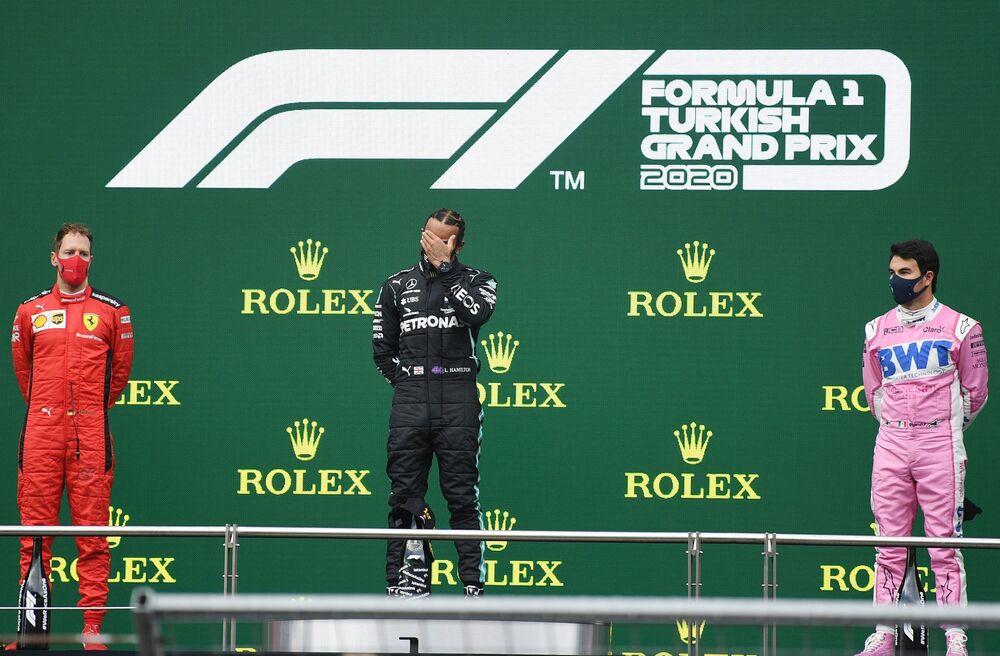 Formula 1'de koşulan son 135 yarışın 101'ini kazanan Mercedes'in yüzde 74.8'lik galibiyet oranı bulunuyor. Sebastian Vettel ve Mark Webber'den oluşan kadrosuyla peş peşe 4 şampiyonluk yaşayan, 77 yarışın 41'ini birinci bitiren Red Bull-Renault ise yüzde 53.2 galibiyet oranına sahipti. McLaren'in, Ayrton Senna liderliğindeki 1988-1991 döneminde 64 yarışın 39'unu (yüzde 60.9), Ferrari'nin de Michael Schumacher'in sürücü koltuğunda oturduğu 1999-2004 döneminde 101 yarışın 63'ünü (yüzde 62.3) kazandığı düşünüldüğünde, Mercedes ile rakipleri arasındaki güç farkı daha iyi anlaşılıyor.