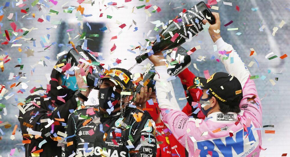 Son 7 sezonda yalnızca 3 takım daha yarış kazanabildi. Ferrari 17, Red Bull 16, Alpha Tauri de 1 kez damalı bayrağı ilk sırada gördü. Türkiye Grand Prix'sinde birinci olan Hamilton, bitime 3 yarış kala şampiyonluğu garantiledi. Bu sezonki 14 mücadelenin 10'unu kazanan ve katıldığı her yarışta puan alan tek sürücü olan Hamilton, F1'de 2008, 2014, 2015, 2017, 2018 ve 2019'un ardından 7. kez mutlu sona ulaştı. 35 yaşındaki pilot, Michael Schumacher'den sonra bu başarıya 7. defa imza atan 2. sporcu olarak kayıtlara geçti.
