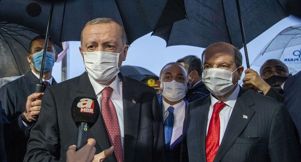 Türkiye Cumhurbaşkanı Recep Tayyip Erdoğan, Kuzey Kıbrıs'ta 46 yıldır kapalı tutulan, alınan kararla kademeli olarak açılmaya başlanan Maraş bölgesini ziyaret etti.