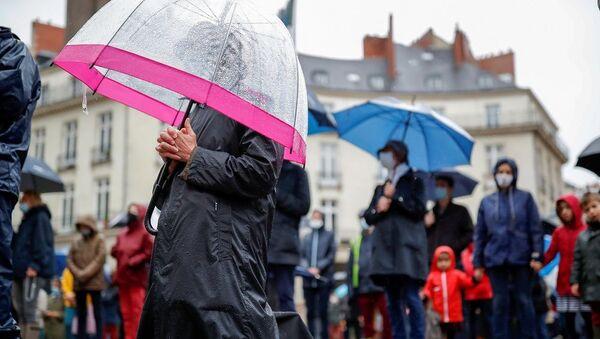 Fransa'da Katolikler Kovid-19 yasaklarını ayin yaparak protesto etti - Sputnik Türkiye