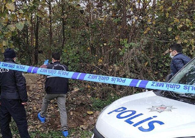 Düzce'de, 24 gün önce evinden ayrılan ve kayıp olarak aranan Muhammet Ali Ö.'nün (34) ağaca asılı cansız bedeni bulundu.
