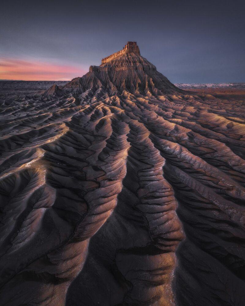 Yılın Manzara Fotoğrafçısı Ödülünü kazanan Hong Kong'lu fotoğrafçı Kelvin Yuen'in  ABD'nin Utah eyaletinde çektiği Mars isimli fotoğraf