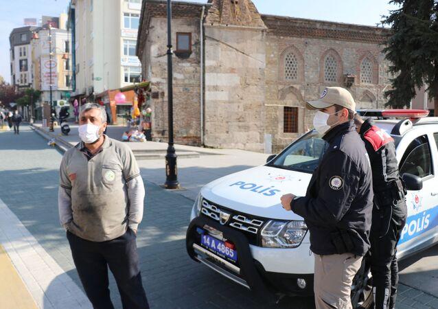 Bolu'da maske cezası kesilen vatandaş