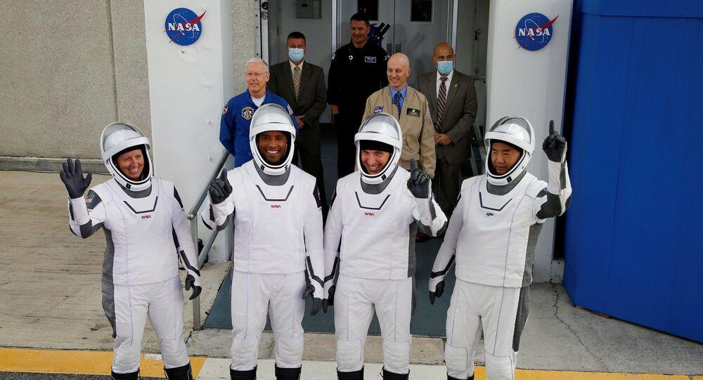 Victor Glover, Mike Hopkins ve Shannon Walker ile Japonya Uzay Araştırma Ajansı (JAXA) astronotu Soiçi Noguçi