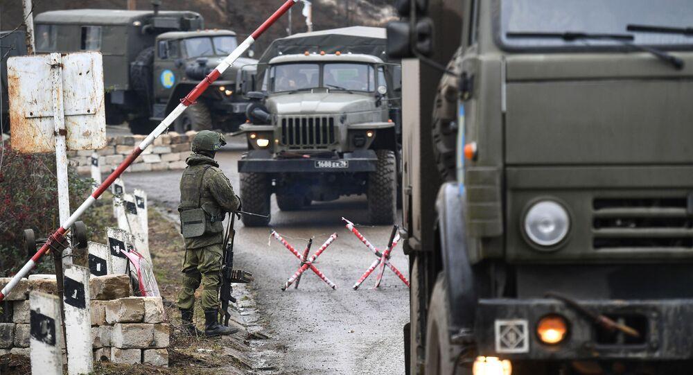 Rusya, Azerbaycan ve Ermenistan liderlerinin imzaladığı anlaşmanın 3. maddesi uyarınca Dağlık Karabağ'daki cephe hattı ve Laçin koridoru boyunca  konuşlandırılan Rus barış gücü, toplamda 1960 asker, 90 zırhlı personel taşıyıcı, 380 otomobil ve özel araçtan oluşmaktadır