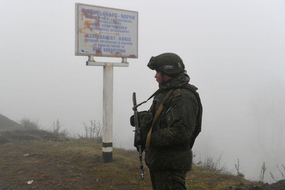 Rus barış gücü birliklerinin Dağlık Karabağ'daki ateşkesi 25 gözlem noktasından 24 saat kesintisiz olarak izlediği ve ateşkese cephe hattının tamamında uyulduğu belirtildi