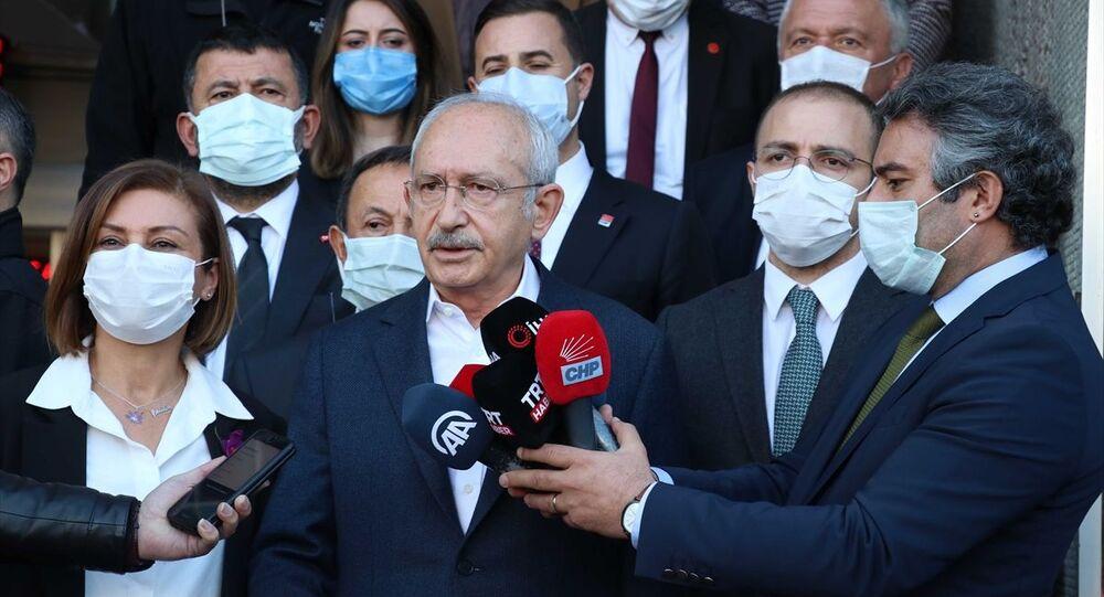 CHP Genel Başkanı Kemal Kılıçdaroğlu, çeşitli ziyaretler için geldiği Karabük'ün Safranbolu ilçesinde Belediye Başkanı Elif Köse'yi ziyaretinin ardında basın mensuplarının sorularını cevapladı.