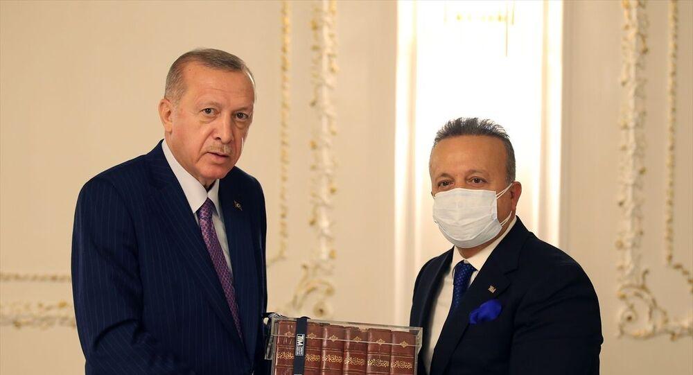 Cumhurbaşkanı Recep Tayyip Erdoğan, Türkiye İhracatçılar Meclisi heyetini kabul etti. Cumhurbaşkanı Erdoğan'a TİM Başkanı İsmail Gülle, hediye takdim etti.