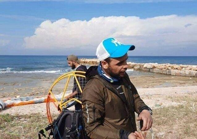 Türk paraşütçü Mahmut Ertunç
