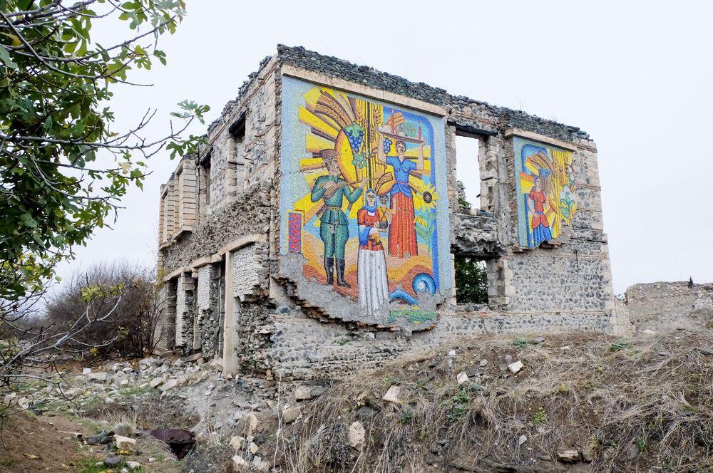 Ağdam şehrindeki yıkılmış Ekmek Müzesi binası