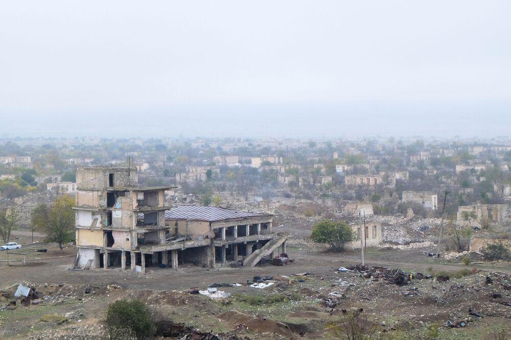 Ağdam idari olarak Azerbaycan'a bağlı. Bölgenin büyük bölümü Haziran 1993'te resmi olarak tanınmayan Dağlık Karabağ'ın kontrolüne geçmiş ve daha sonra Askeran bölgesine dahil edilmişti