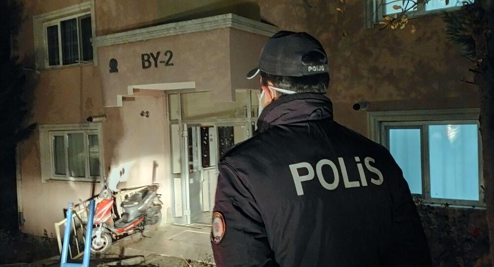 Edirne'de koronavirüs testi pozitif sonuçlanınca yerleştirildiği KYK yurdundan kaçan 60 yaşındaki şahıs polisi alarma geçti. Kısa sürede polis tarafından evinde yakalanan şahıs tekrar yurda götürülerek karantinaya alındı.