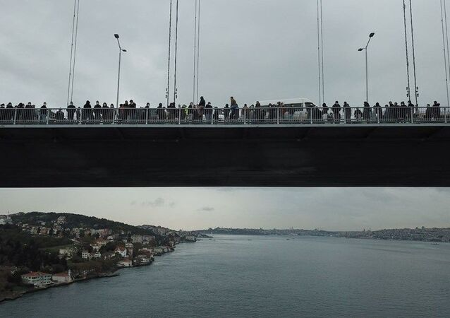 İşçiler 15 Temmuz Şehitler köprüsünde eylem yaptı