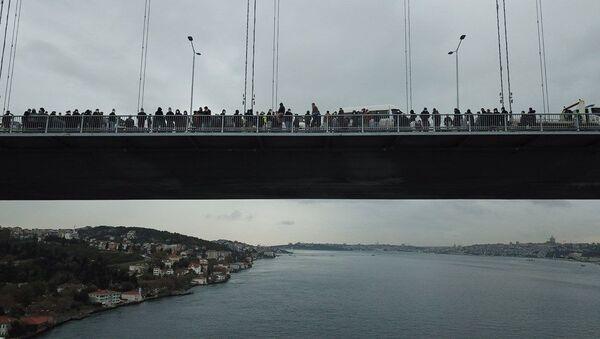 İşçiler 15 Temmuz Şehitler köprüsünde eylem yaptı - Sputnik Türkiye