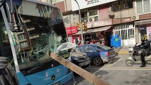 Halk otobüsü-elektrik direği - Sputnik Türkiye