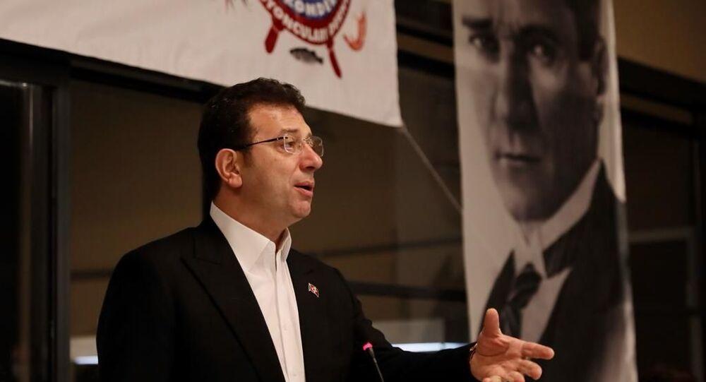 İBB Başkanı Ekrem İmamoğlu,Gürpınar Su Ürünleri Hali'nde balıkçı esnafıyla bir araya geldi.