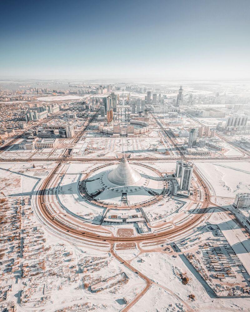 Agora tarafından düzenlenen 2020 Yılının En İyi Fotoğrafları Yarışması'nın finalistlerinden  Rus fotoğrafçı Andrei Pugach'tan  Kazakistan'ın başkenti Nursultan'ın kış manzarası