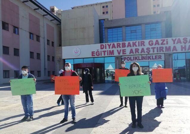 Sağlık çalışanları - protesto