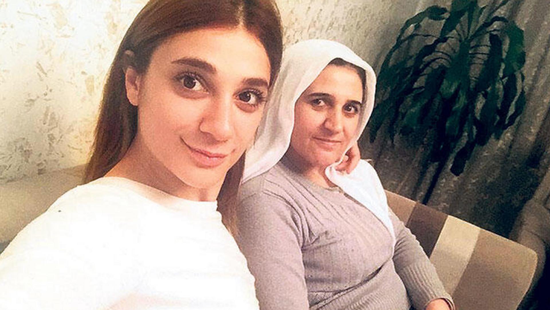 Pınar Gültekin ile annesi Şefika Gültekin - Sputnik Türkiye, 1920, 30.04.2021