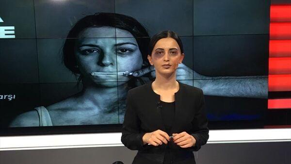 Ordu Altaş TV'nin haber spikeri Ebru Poyraz, 25 Kasım Kadına Yönelik Şiddete Karşı Uluslararası Mücadele Günü nedeniyle farkındalık oluşturmak için morluk ve yara izi makyajıyla haber sundu. - Sputnik Türkiye