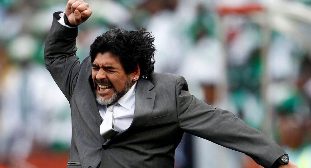 Teknik direktörlük tecrübesinin çok az olmasına rağmen Kasım 2008 tarihinde Arjantin teknik direktörlüğüne getirilmiş ve 15 ay sonra 2010 FIFA Dünya Kupası'nda istifa etmişti.