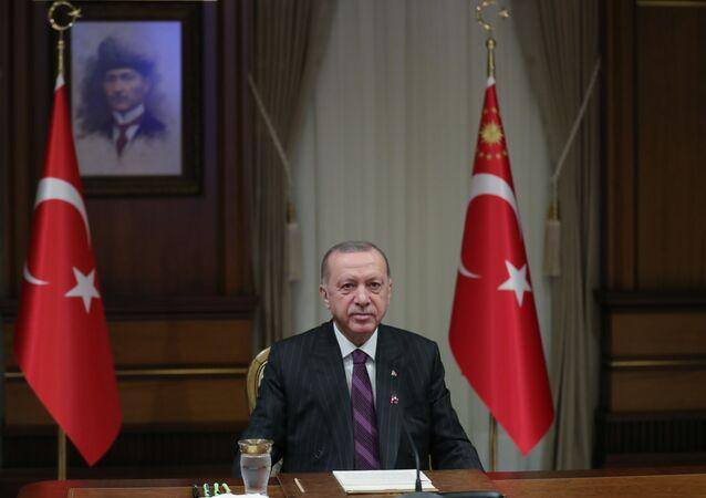 Cumhurbaşkanı Recep Tayyip Erdoğan, çevrim içi düzenlenen 4. Uluslararası Kadın ve Adalet Zirvesine canlı bağlantıyla katıldı