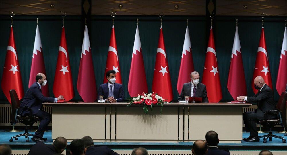 Türkiye Cumhurbaşkanı Recep Tayyip Erdoğan ve Katar Emiri Şeyh Temim bin Hamad Al Sani