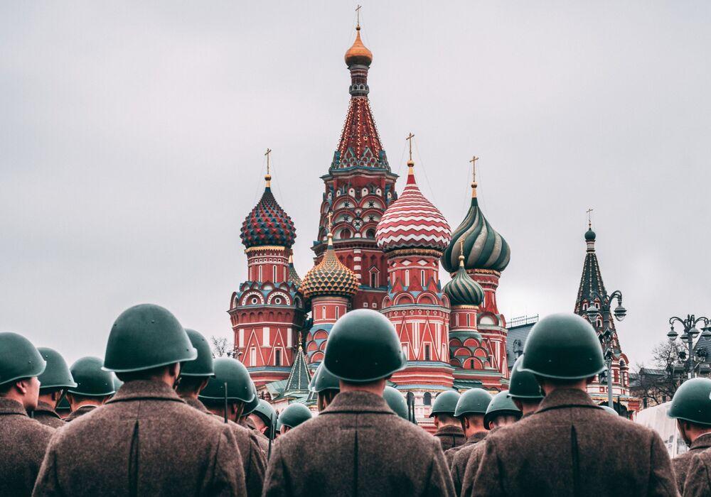 2020 Tarihi Mekanlar Fotoğrafçılık Yarışması'nın finalistlerinden fotoğrafçı  Dmitry Bogdanov'un çalışmasında Rusya'nın başkenti Moskova'daki Kızıl Meydan'da bulunan ve güzelliğiyle gözler kamaştıran  Aziz Vasili Katedrali görüntülendi. 16.yüzyılda Korkunç İvan'ın, Kazan'ı fethetmesi zaferine yapılmış olan bu katedral,  Rus Ortodoks mimarinin doruk noktası.