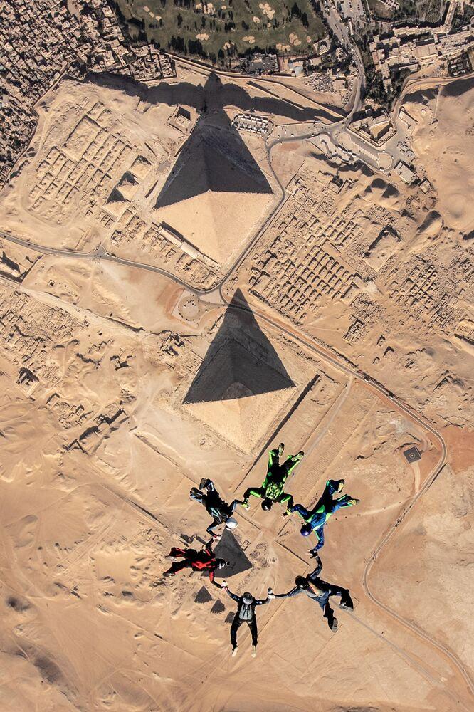 2020 Tarihi Mekanlar Fotoğrafçılık Yarışması'nın finalistlerinden fotoğrafçı Timothy'nin havadan görüntülediği Mısır'daki Gize Piramitleri