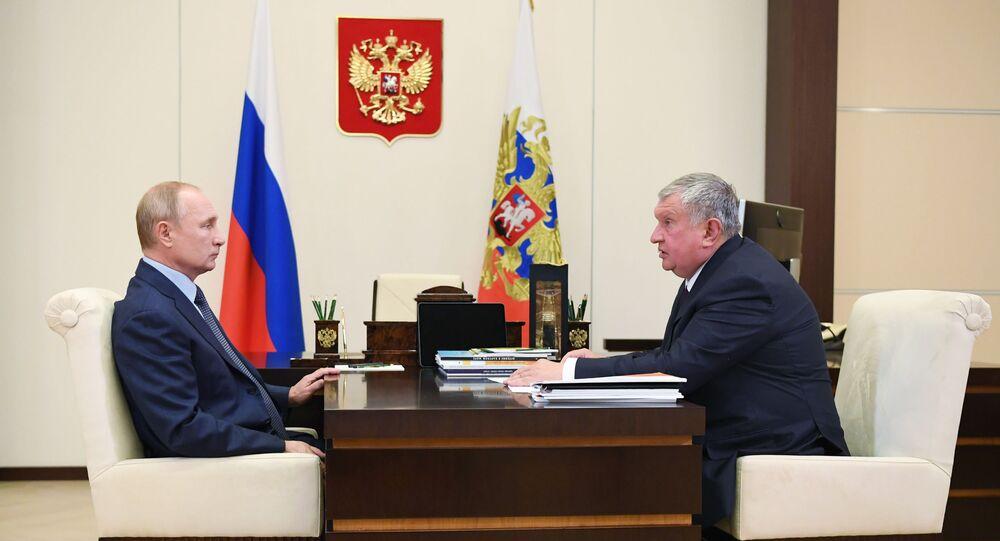Vladimir Putin ve Rosneft Başkanı İgor Seçin